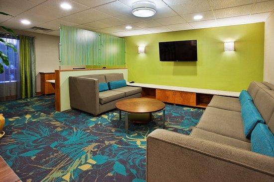 Holiday Inn Express & Suites Kimball: Hotel Lobby