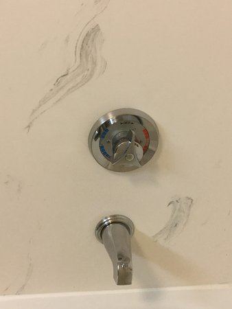 Hampton Inn Newport News-Yorktown: Close up look of strange smears on the shower wall