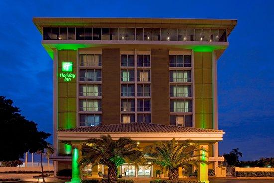 Miami Springs, FL: Hotel Exterior