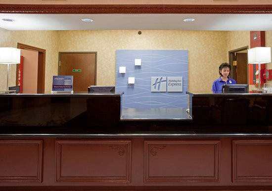 Holiday Inn Express Houston Bush Intercontinental Airport East: Humble Bush Airport Front Desk