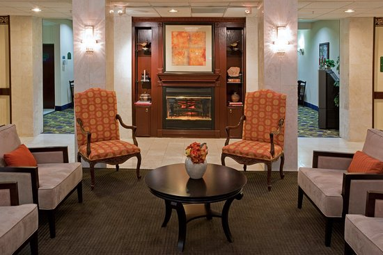 Holiday Inn Express Houston Bush Intercontinental Airport East: Lobby - Relax and Unwind