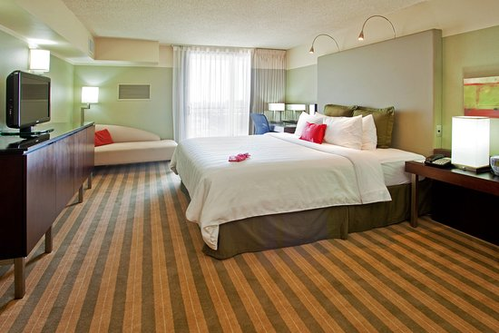 Crowne Plaza Chicago - The Metro: Standard Room with King Size Bed