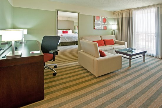 Crowne Plaza Chicago - The Metro: 1 King Bed Suite Nonsmoking