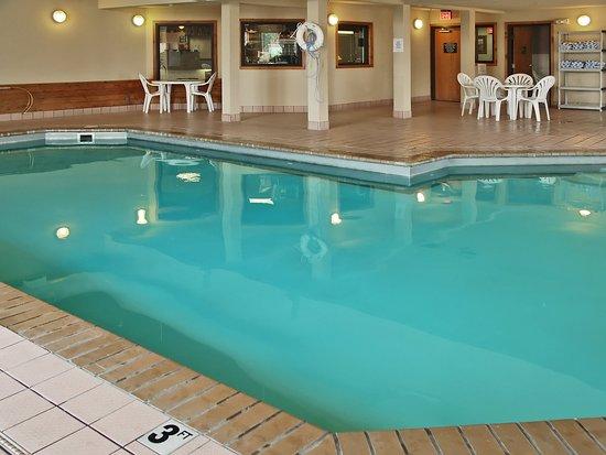 كيلي إن ويست يلوستون: Indoor Pool