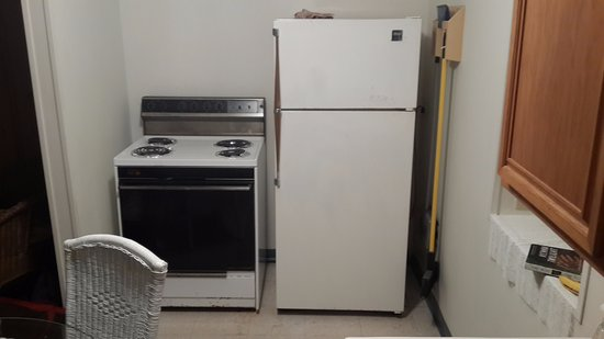 Watch Hill Court: Appliances were rusted and not clean