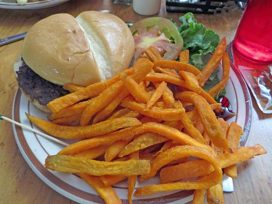 The Grand Restaurant and Saloon : Hamburger with sweet potato fries