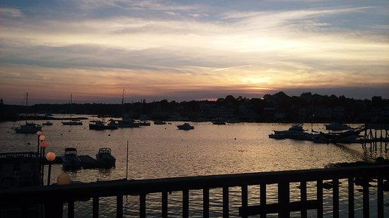 Cap'n Fish's Waterfront Inn: Sunset