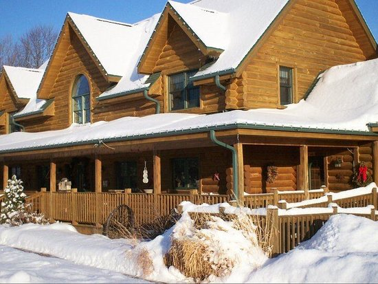 Tauschek's B & B Log Home: This was taken during a stay in February