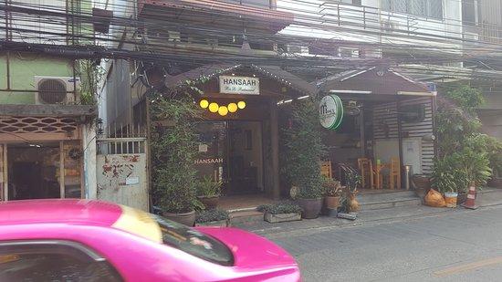 Hansaah Guest House: Hansaah - street view