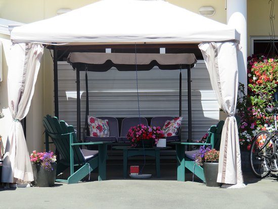 Boutique Motel Nelson: Outdoor summer area