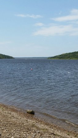 Roblin, Canada: A couple views.... one of the swimming area and another from the lookout point.