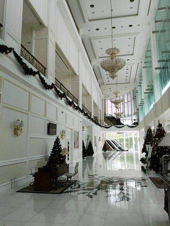 The Royale Chulan Damansara: Impressive lobby