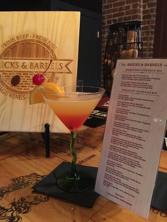 Charleston, Virginia Occidental: Look at that lovely cocktail picture set up!