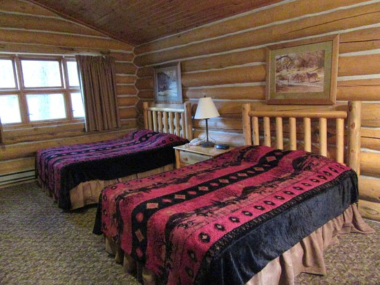 #20 cabin at Blue Bell Lodge - with a dining table, kitchenette and nice bath.