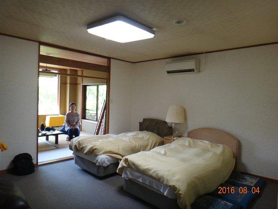 Oshino onsen: 2階、和洋室 梅の間