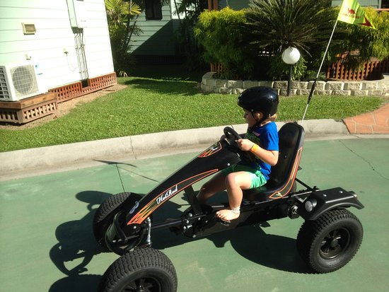Cairns Coconut Holiday Resort: The peddle cars were a real hit.