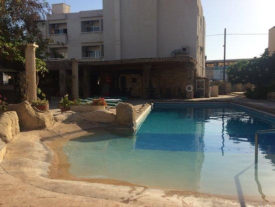 King's Hotel: Pool :)