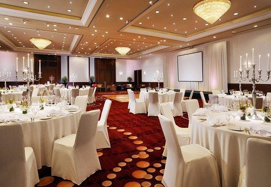Berlin Marriott Hotel: Grand Ballroom - Wedding Setup