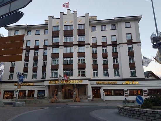 Hotel Schweizerhof: 20160429_234727_large.jpg