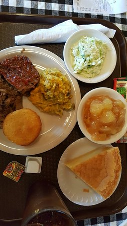 Montezuma, GA: Couldn't choose so had almost everything!