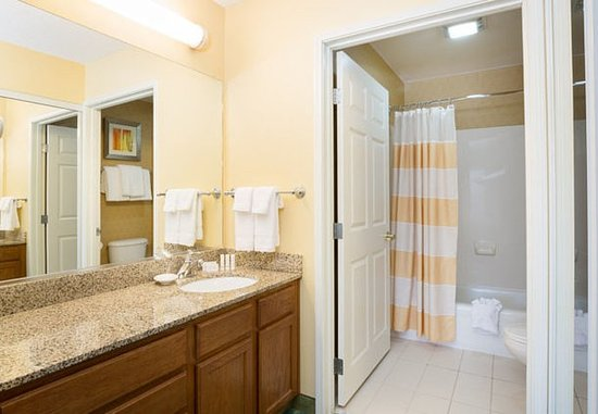 Spokane Valley, วอชิงตัน: Suite Bathroom