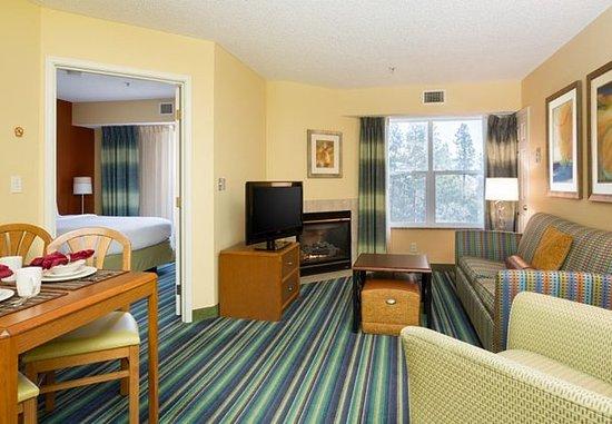 Spokane Valley, Ουάσιγκτον: Two-Bedroom Suite - Living Area