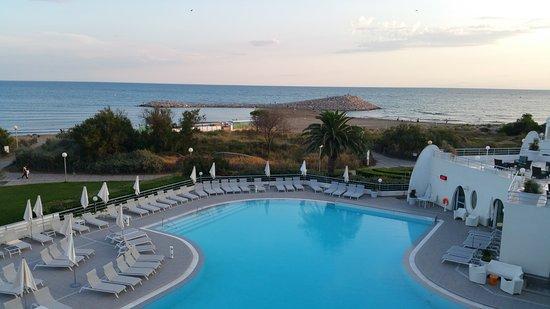 vue du restaurant le top photo de h tel les corallines thalasso spa la grande motte. Black Bedroom Furniture Sets. Home Design Ideas