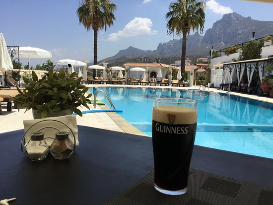 The Hideaway Club Hotel: Guinness is good for you