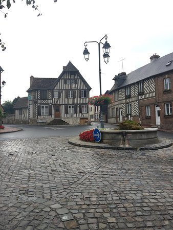 Blangy-le-Chateau, France: Beautiful village location