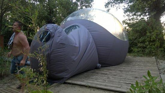 Maisons bulles b b pont saint esprit france voir les for Maison en bulle