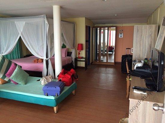 ลารีนารีสอร์ทบายเดอะซีเกาะล้าน: Room from balcony