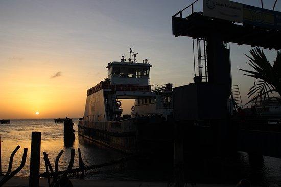 Banjul Division, Gambia: Met de boot naar Banjul.