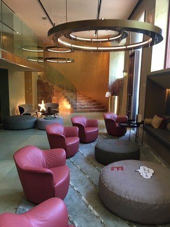 โรงแรมเอ็นเตอไพรซ์: Lobby