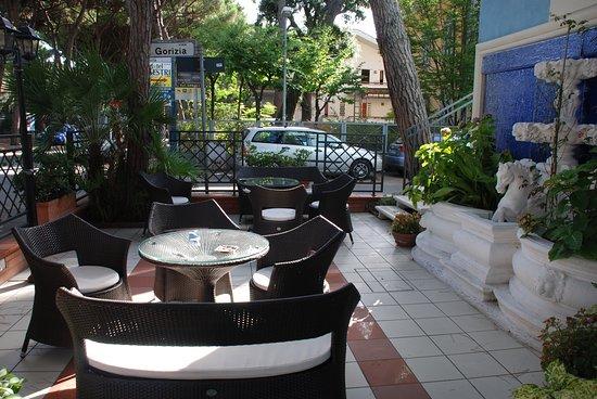 Hotel Ariston : uno scorcio del giardino