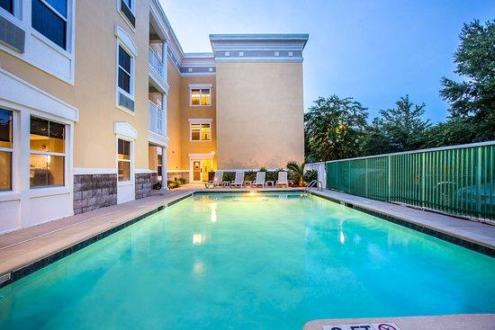 肯奈克特爾棕櫚之島凱富套房飯店