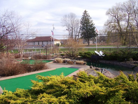 Cicero, estado de Nueva York: A view down hole 17 of Big Don's signature mini-golf course