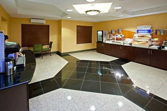 Holiday Inn Express and Suites Indianapolis East: Breakfast Area
