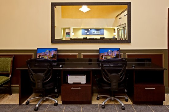 Holiday Inn Express and Suites Indianapolis East: Business Center