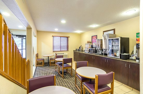 Econo Lodge East: Breakfast Area