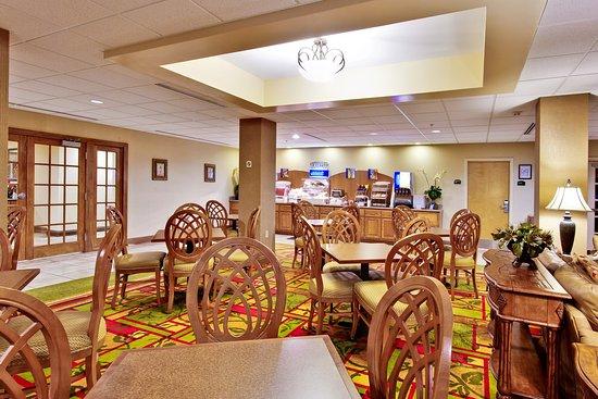 Holiday Inn Express Hotel & Suites - Daphne-Spanish Fort: Breakfast Bar