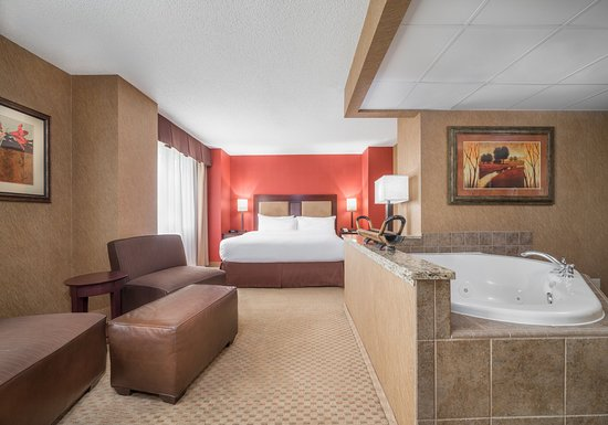 Holiday Inn St. Paul-I94-East (3M Area): King Club Level Innovation Suite