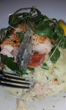 The Old Mill Restaurant: salmone con crema e verdure