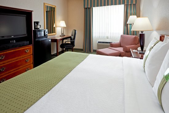 Holiday Inn Oneonta: King Bed Guest Room