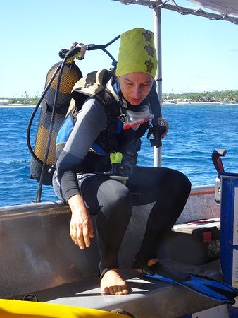 Fagamalo, Samoa: Tina (owner) getting ready to scuba dive in the beautiful warm and clear blue waters of Savaii