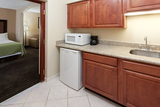 South Charleston, WV: Plenty of storage space for a getaway in our Suite kitchenettes