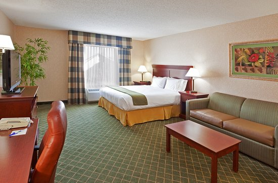 Huber Heights, OH: You'll never feel cramped in the spacious room!