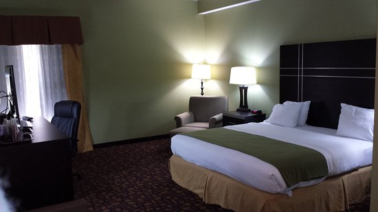 Edgewood, MD: King Bed Guest Room