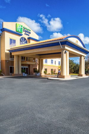 Holiday Inn Express Inverness: Hotel Exterior