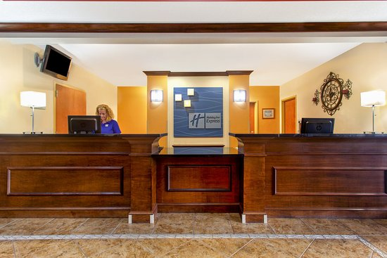 Holiday Inn Express Inverness: Front Desk