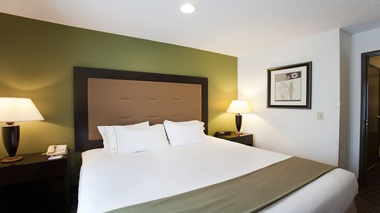 Riverwoods, IL: Suite Bedroom Area at Holiday Inn Express Deerfield-Lincolnshire